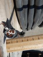 Фотография силового кабеля ВВГнг-LS 3х25+1х16 с четырьмя семипроволочными жилами для создания промышленных электросетей