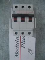 Фото трёхполюсного модульного автоматического выключателя G63 на 25А характеристики С выпуска General Electric