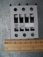 Фотография трёхполюсного электромагнитного контактора CL45A300MN на 40 ампер